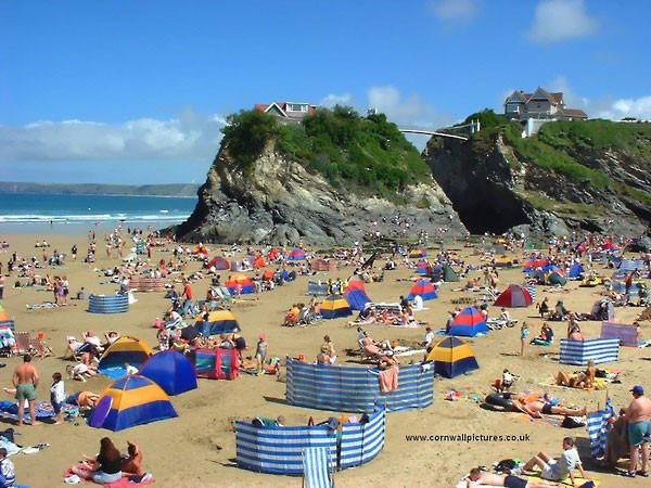 122-people-crowded-beach-newquay-cornwall.jpg