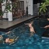 Baignades dans la piscine