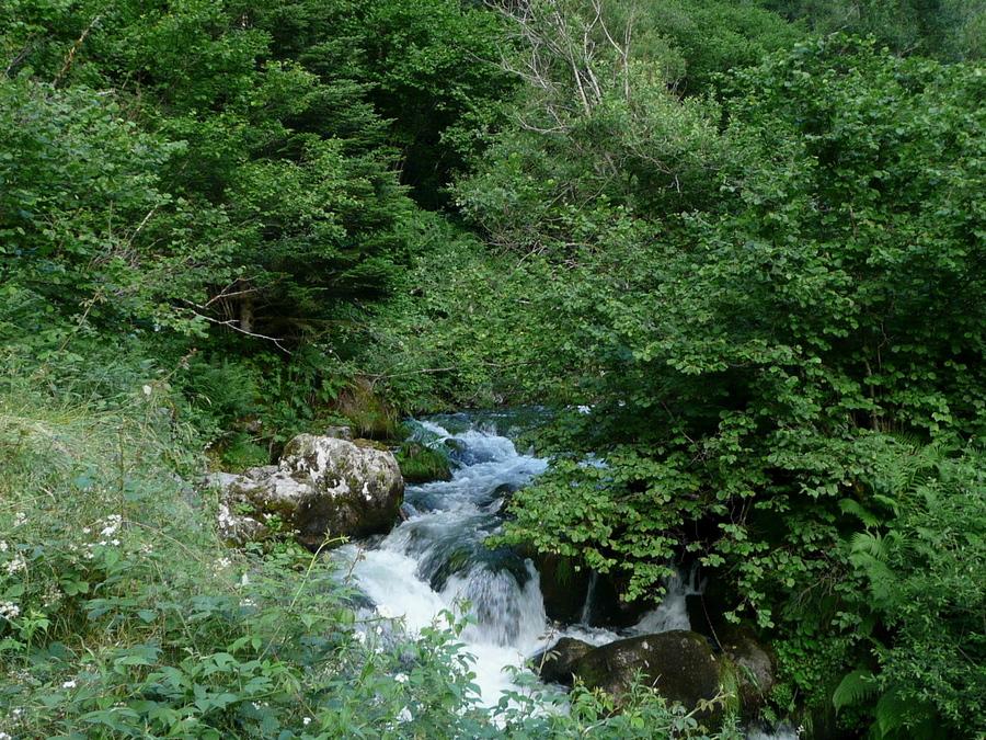 Suite de la randonnée, au delà de la fin du lac du Barrage du Pal de Soulcem!