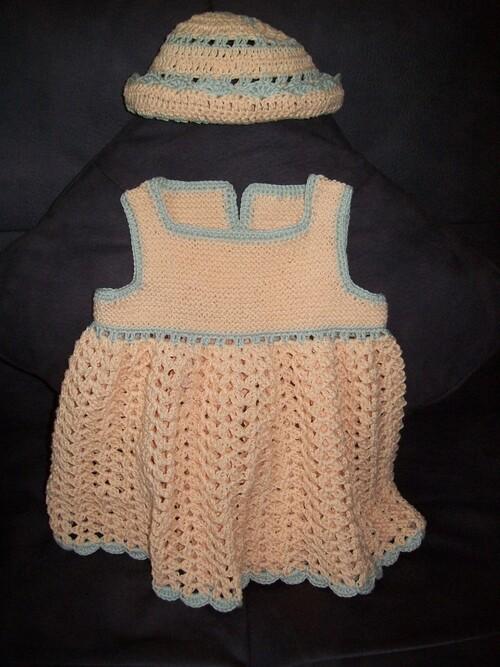 robe et chapeau bébé
