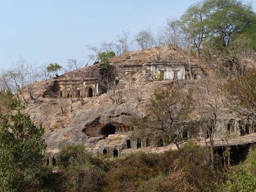 grottes de Po Win Daung; vue générale