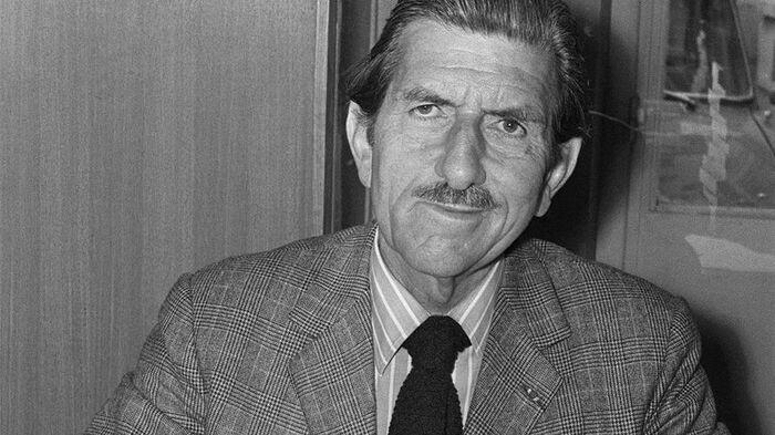 Dans la bibliothèque fachosphère il y a un livre qui s'appelle « J'accuse de Gaulle » que je vous déconseille VIVEMENT... Je préfère relire « J'accuse le général Massu » de Jules Roy.