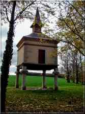 Pigeonnier sur piliers