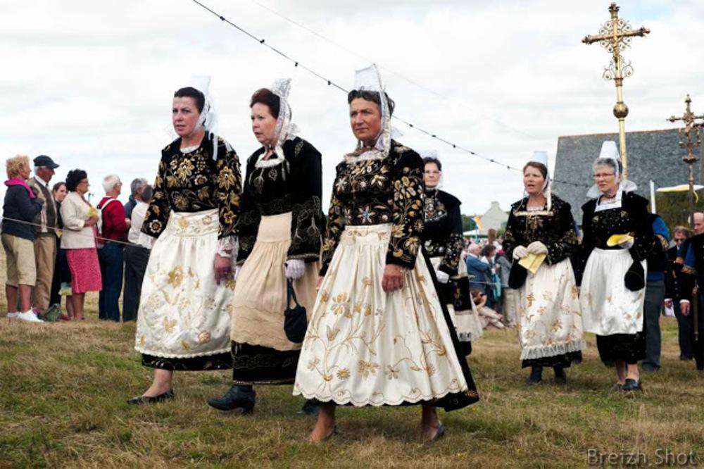 costume breton féminin - sainte-anne-la-palud