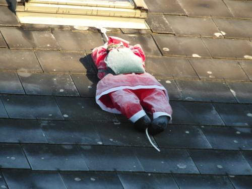 Lle Père-Noël a froid