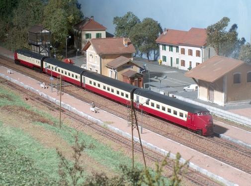Le Trans Europ Express Arbalete assuré en Ram (Minitrix)