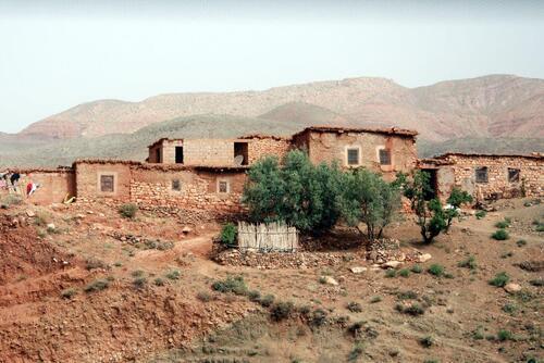 Certains villages sont construit en pierres,mais couleur de la terre
