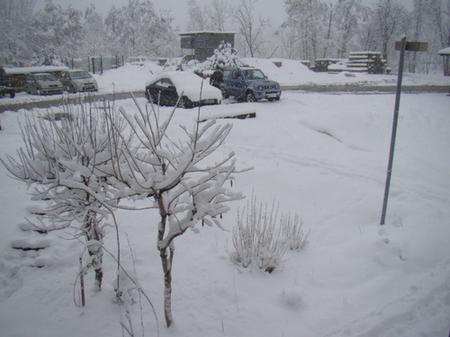 décembre il a neigeait toute la journée en mars !!! holala il neige