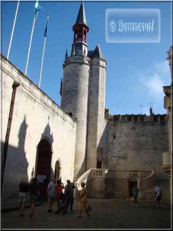 La Rochelle Hôtel de Ville cour intérieure et beffroi