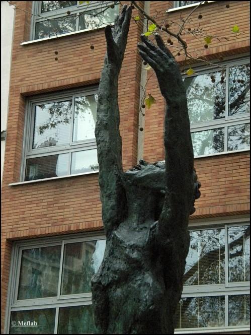 9 novembre 2011 Edith Piaf Statue 4