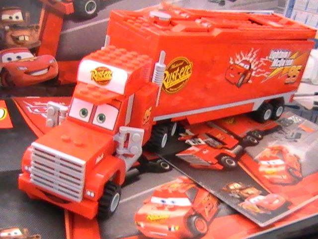 Légo n° 8486 de 2011 - The cars le tracteur Mack.