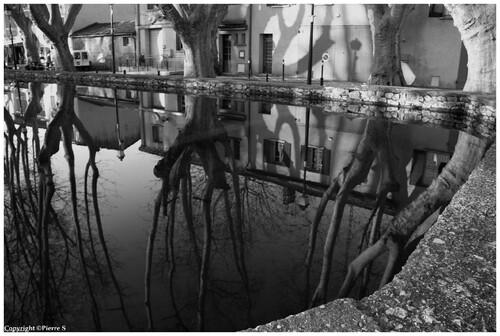 CUCURON petit village du Vaucluse  (le bassin)