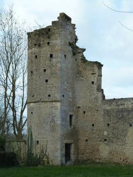 LES REMPARTS DE MERVILLE (Calvados)