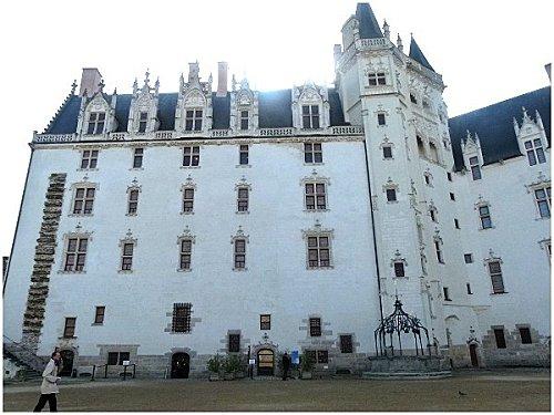 Cour chateau Nantes