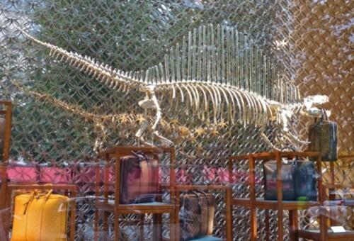 Vuitton dinosaures champs-élysées 11