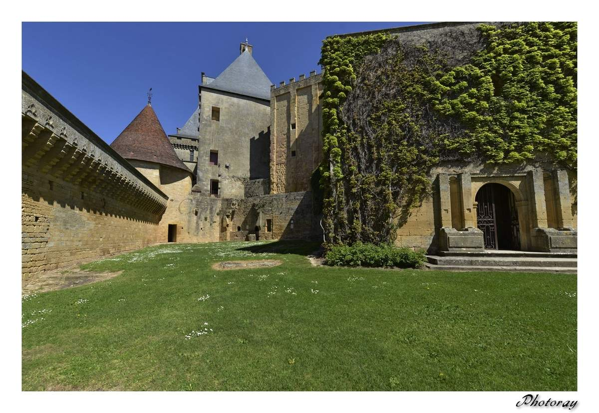 Biron - Dordogne - Aquitaine - 10 Avril 2014