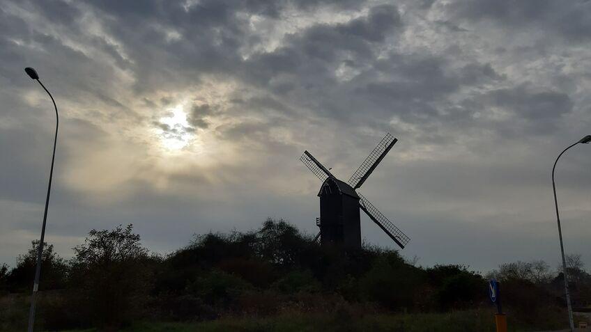 Le moulin de l'abbay Coxyde ( mer du Nord ) B