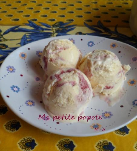 Glace à la vanille et filet à la framboise