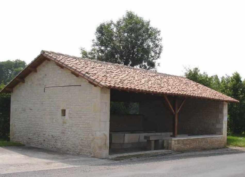 Lavoirs de Salles de Villefagnan et de Bessé.