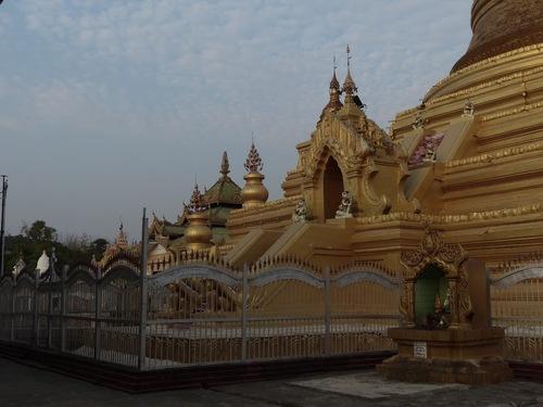 la pagode Kuthodaw à Mandalay