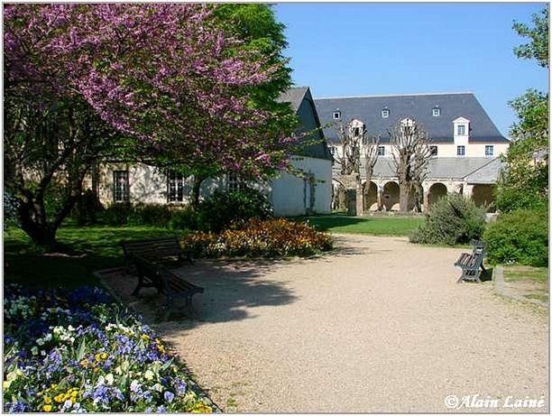 Cloitre St Melaine-Mai08-1