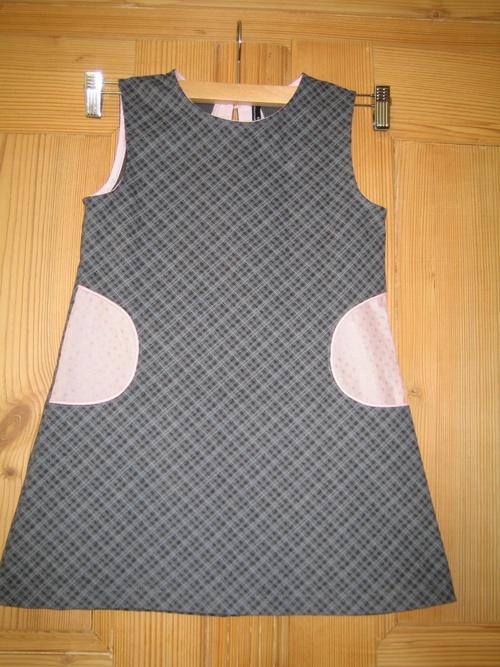 Petite robe à poches passepoilées