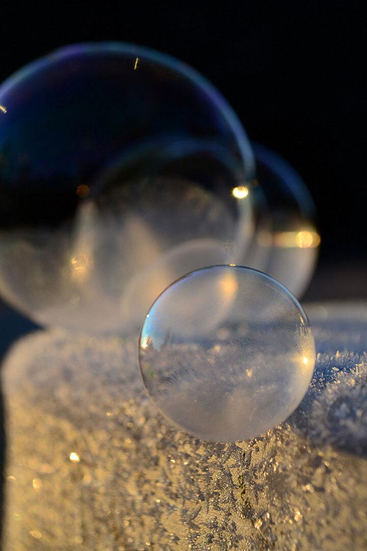 des-sumbliles-bulles-de-savon-gelees-par-le-froid24
