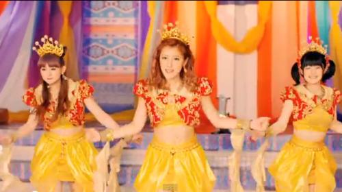 """Screenshot du MV """"Cha Cha SING"""""""