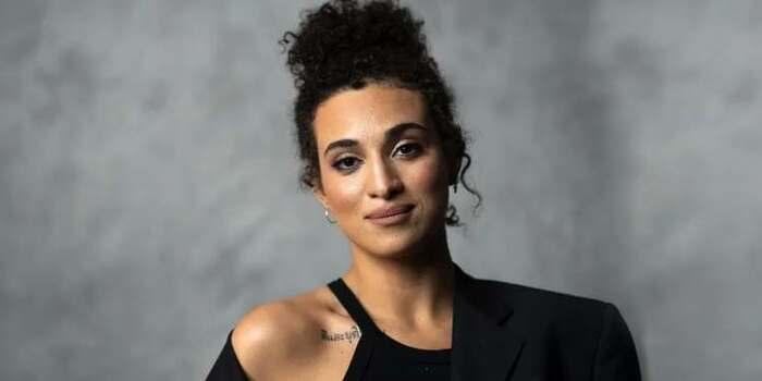 L'artiste franco-algérienne Camélia Jordana au cœur d'une vive polémique en France