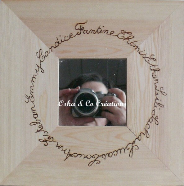 ronde-de-prenoms-pyrogravee-sur-miroir-cadre-bois-oska---.jpg