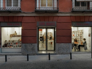 the-coffee-shop-and-book-shop-in-madrid