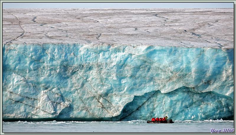 Iceberg et front du glacier - Bethune Inlet - Devon Island - Nunavut - Canada