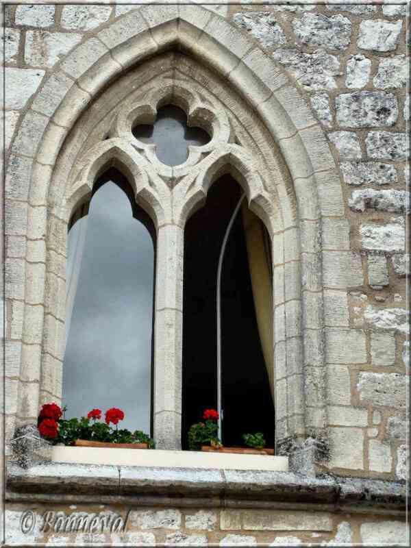 Monflanquin Lot-et-Garonne fenêtre géminée maison du Prince Noir