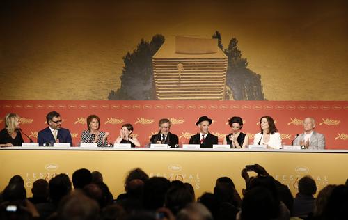 Cannes 2016 - LE BGG - LE BON GROS GÉANT : Steven Spielberg et son équipe posent pour le Photocall ! // Au cinéma le 20 juillet