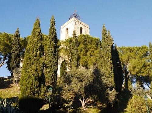 Le tapu clocher de l'église
