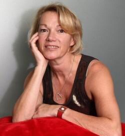 Brigitte Lahaie récite