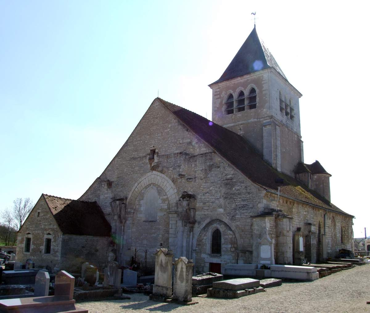 l'église saint pierre où sont enterrés ceux de ma famille qui nous ont quitté