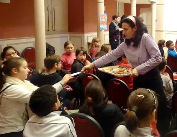 """""""Goûtez gourmand !""""une délicieuse après-midi pour les élèves des Cours moyens 1 et 2 des écoles Cailletet et Carco de Châtillon sur Seine..."""