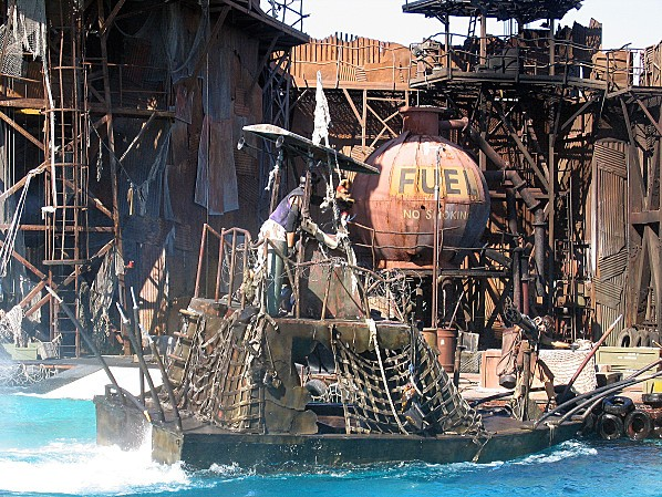 Los Angeles Studio Universal attraction Waterworld 4