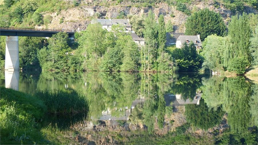 Reflets au Grand Fabre en Aveyron