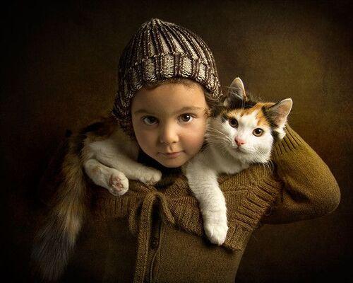 Des chats et des enfants en couleurs
