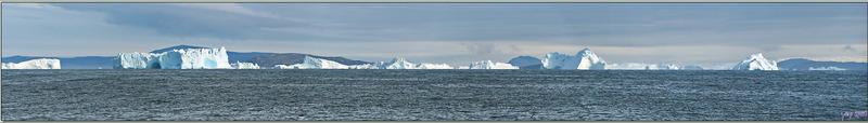 Panorama sur les icebergs au large de Kullorsuaq - Upernavik - Groenland