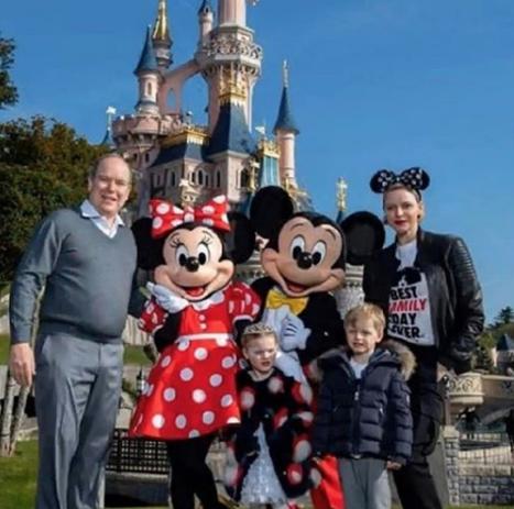 La famille princière à Disney Land