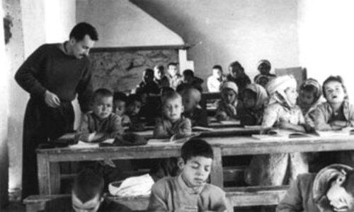 Les jeunes Français qui ont participé à la guerre d'Algérie ne font pas tous partie d'une association d'anciens combattants voici l'histoire de l'un deux : Bernard Bourdet