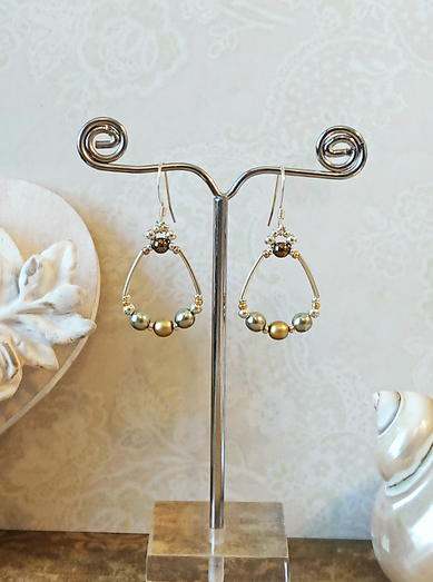 Boucles d'oreilles anneaux vert amande et  or, verre nacré et satiné / argent 925 - Green almond and gold rings earrings