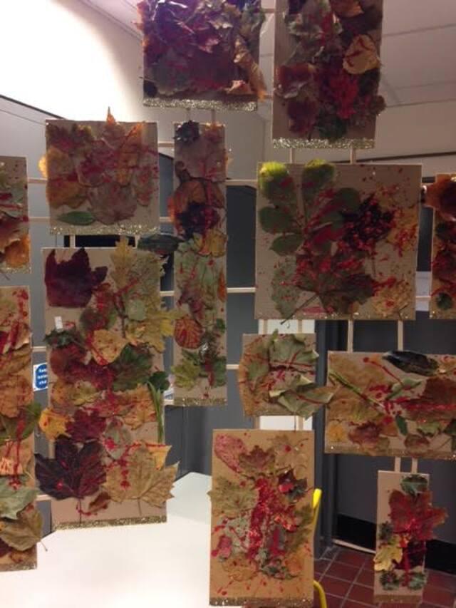 Sculpture / Mobile de fête aux couleurs de l'automne - CPC