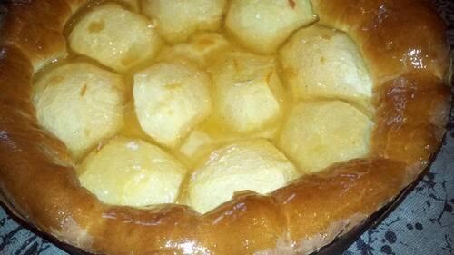 Tarte pommes chaudes ( tarte brioché aux pommes )