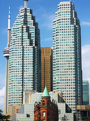 Toronto-gratte-ciel-et-flat-iron-building.jpg