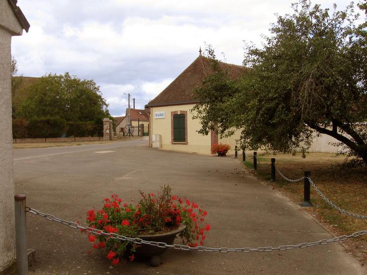 Photo à Louvilliers-en-Drouais (28500) : Mairie de Louvilliers en Drouais -  Louvilliers-en-Drouais, 40617 Communes.com