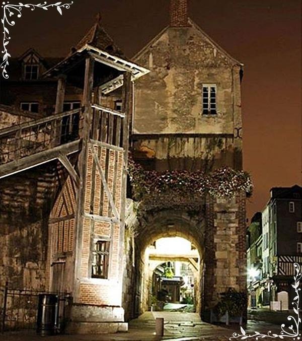 Quand la nuit tombe a Honfleur